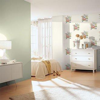 Helles Schlafzimmer mit Naturtönen