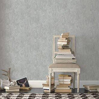 Weißer Stuhl im Shabby Chic
