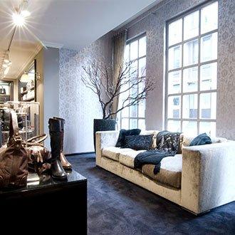 Moderne Ladengestaltung mit Naturtönen